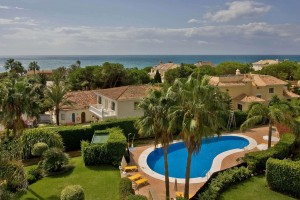 Beautiful penthouse with three bedrooms and stunning sea views in Hacienda Playa.