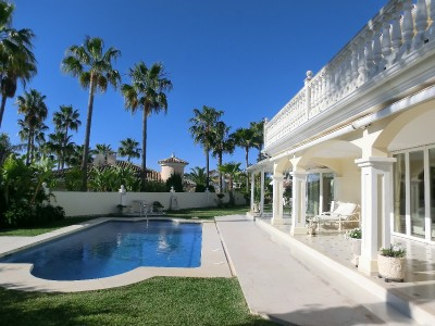 Magnificent family villa in one of the best streets in Elviria!