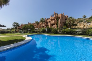 Wonderful apartment in El Soto de Marbella in La Mairena with stunning sea views and offering two bedrooms, two bathrooms