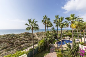 Stunning frontline beach penthouse with panoramic sea views in White Pearl Beach II in Elviria, Marbella East