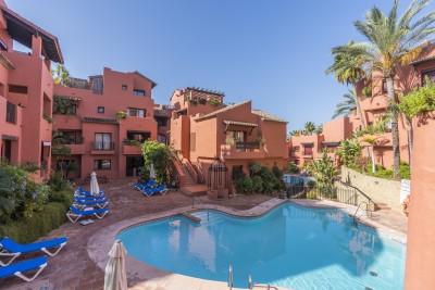 781248 - Apartment For sale in Elviria Playa, Marbella, Málaga, Spain