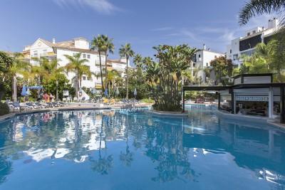 781558 - Apartment For sale in Elviria Playa, Marbella, Málaga, Spain