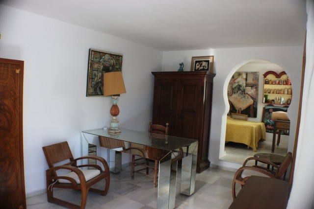 apartment 2 lounge