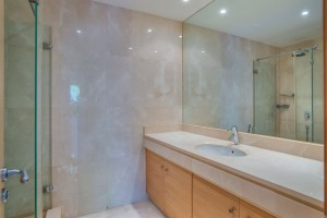 C2020_18 Showerroom 3