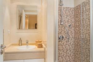 M614_11 Shower room