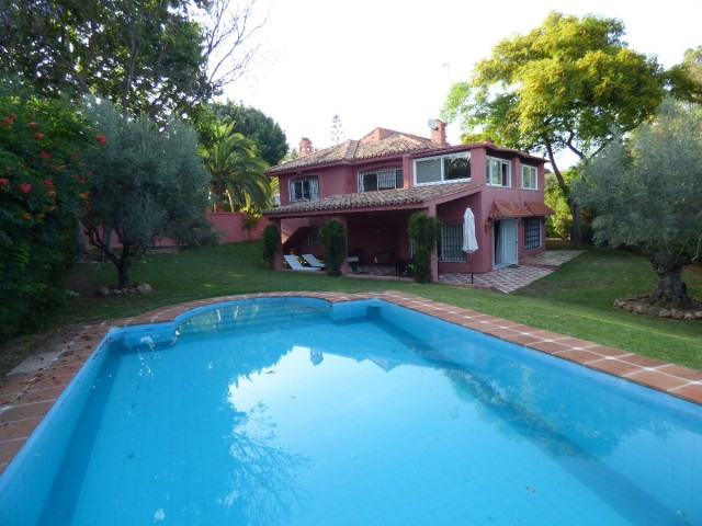 5 bedrooms villa for for sale walking distance to amenities and beach, Elviria, Marbella