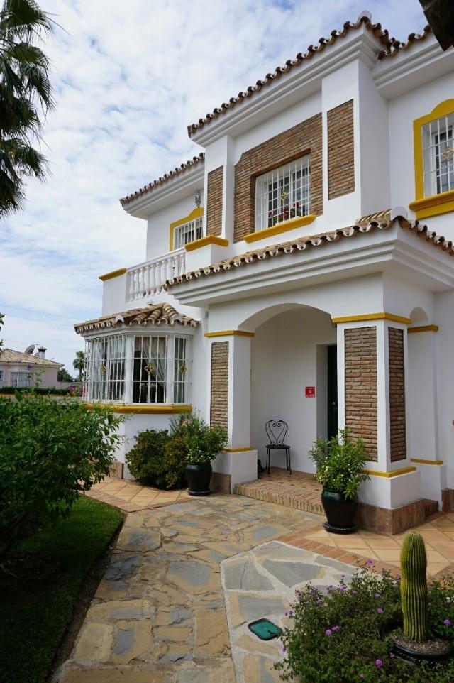 Bargain 4 bedroom detached villa walking distance to amenities , excellent condition, near San Pedro de Alcantara, Marbella