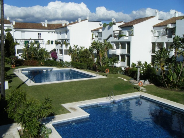 Bargain spacious  2 bedroom apartment in gated community walking distance to shops, Bel Air  close to Estepona and Marbella