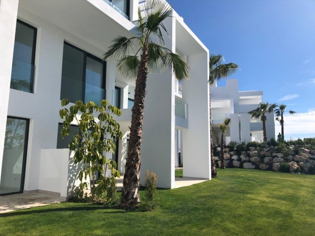 CONTEMPORARY 2 BEDROOM APARTMENT FOR SALE FRONTLINE  ATALAYA GOLF, BENAHAVIS