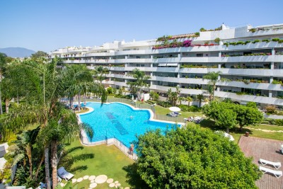 803290 - Apartment For sale in Puerto Banús, Marbella, Málaga, Spain