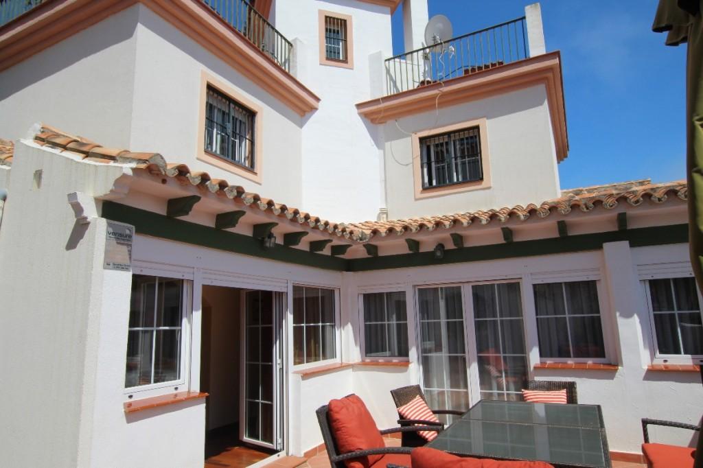 Ref:AM872 Villa For Sale in Cabopino