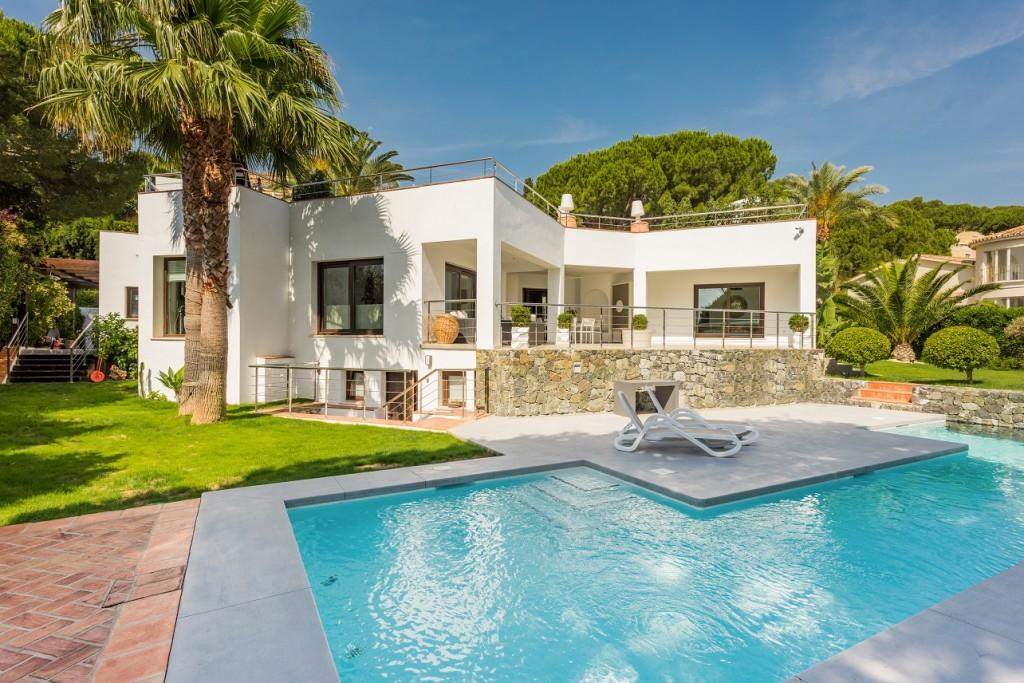 Ref:AM2021 Villa For Sale in Nueva Andalucia