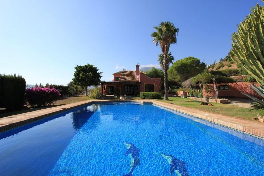 Ref:AM1981 Villa For Sale in Estepona