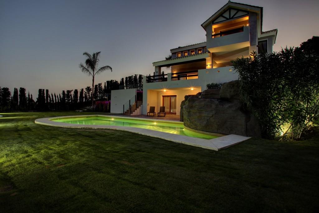 Ref:AM2217 Villa For Sale in Estepona