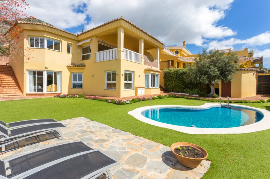 Ref:AM2354 Villa For Sale in Benalmádena