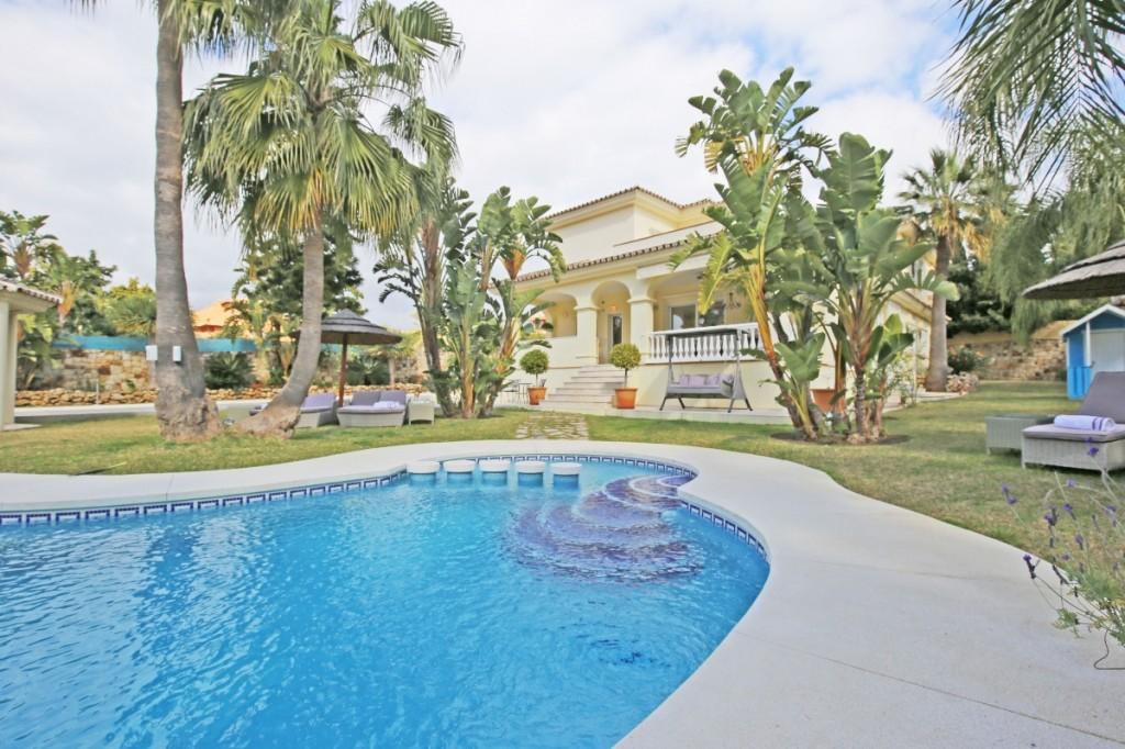 Ref:AM2357 Villa For Sale in New Golden Mile