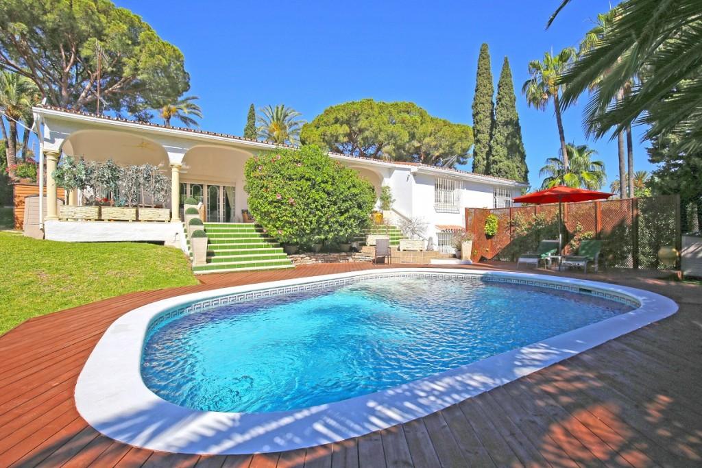 Ref:AM2381 Villa For Sale in Nueva Andalucia