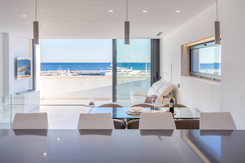 lounge-sea-views