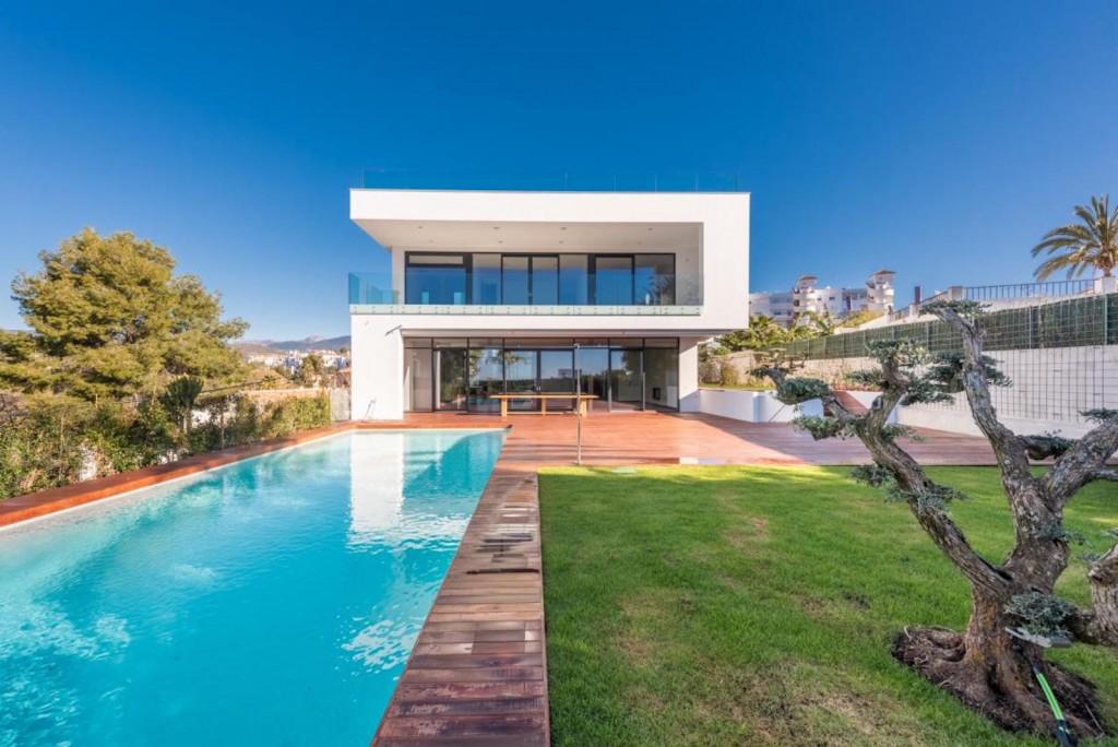 Ref:AM2606 Villa For Sale in Nueva Andalucia