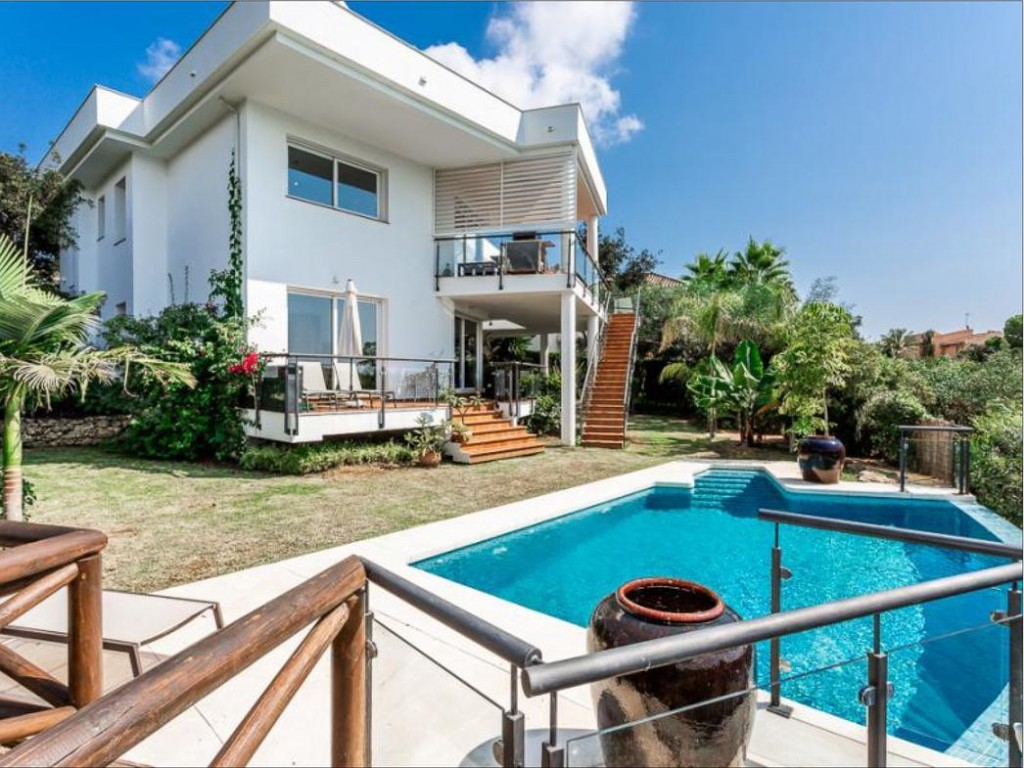 Ref:AM2398 Villa For Sale in Elviria
