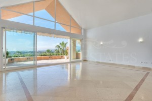 Duplex Penthouse for sale in Nueva Andalucía, Marbella, Málaga, Spain