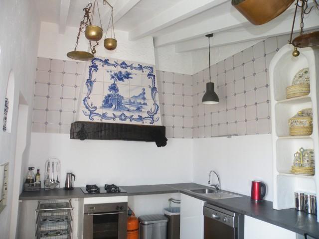 part kitchen
