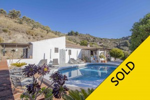 Country home with pool at 10 min from the coast, Torrox