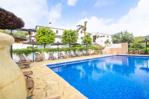 Fully licensed complex with guest accommodation and amazing views
