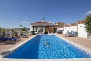 Detached villa with guest apartment and pool