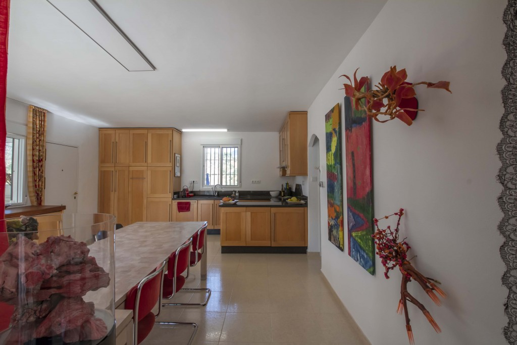 21HC030 - Kitchen and dining 1.1
