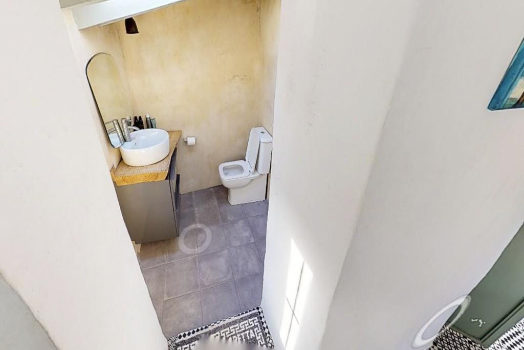 9. 20HC011 - En suite toilet room 1.1