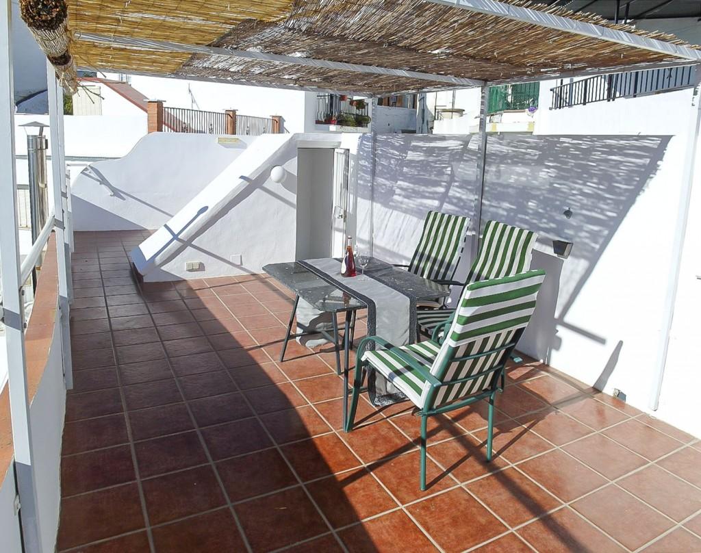 12. 20HC023 - Roof Terrace 1.1