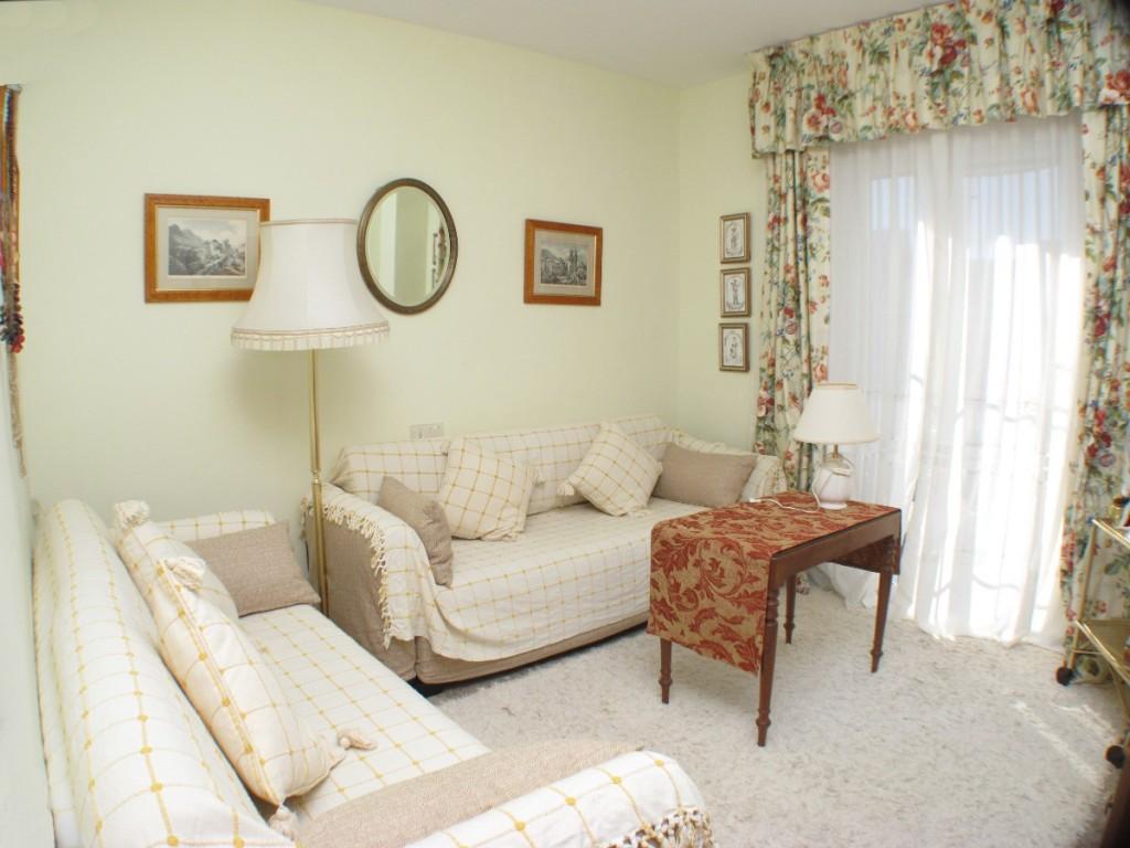 Bedroom2Lounge2