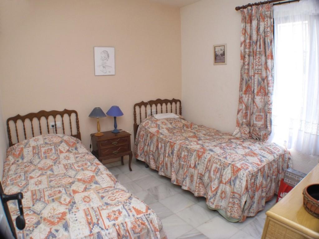DPN2667_11_Bedroom1