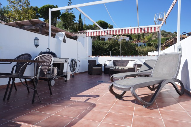 Lovely, modernised 2 bedroom Townhouse in Punta Lara with stunning sea views.