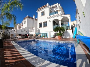 Beautiful, modern 3 bedroom villa with separate one bedroom apartment benefitting from a private heated swimming pool.