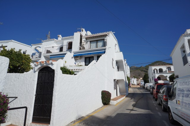Lovely refurbished, top floor, one bedroom apartment in the famous El Capistrano Village