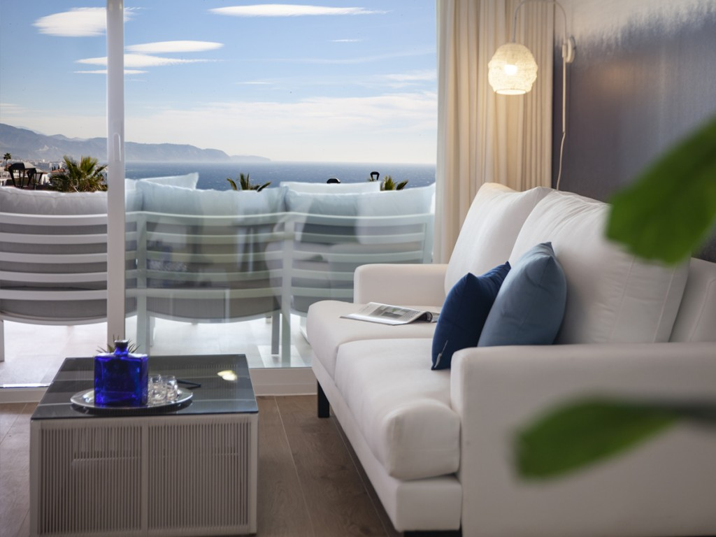 DPN2739_1_12_loungeView