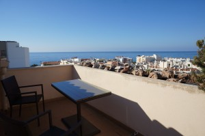 2 bedroom Penthouse apartment with large roof terrace