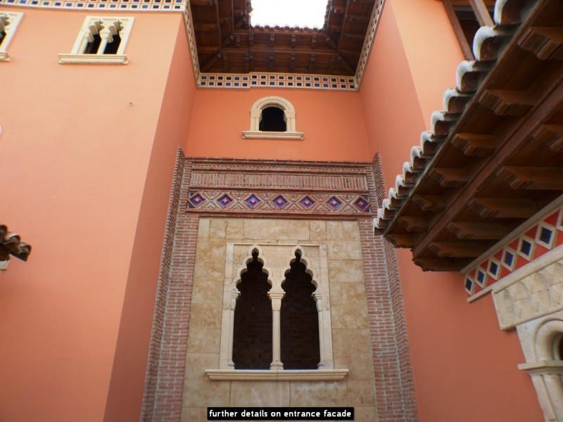 further details on entrance facade