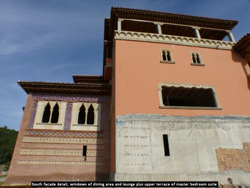 South facade detail, windows of dining area and lounge plus upper terrace of master bedroom suite