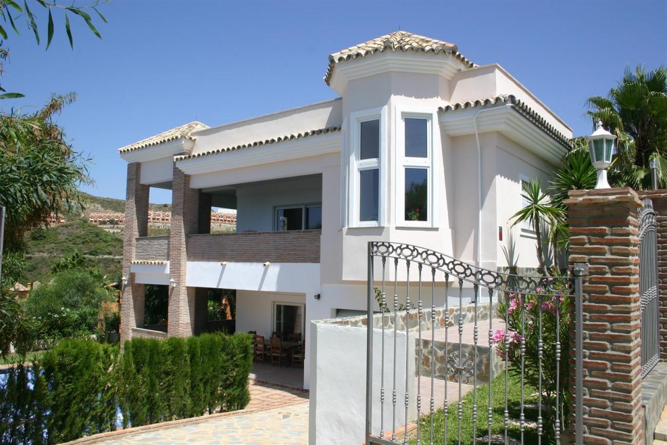 V2209 Luxury Villa in Benahavis Malaga (1)