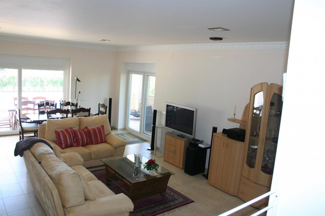 V2209 Luxury Villa in Benahavis Malaga (9)