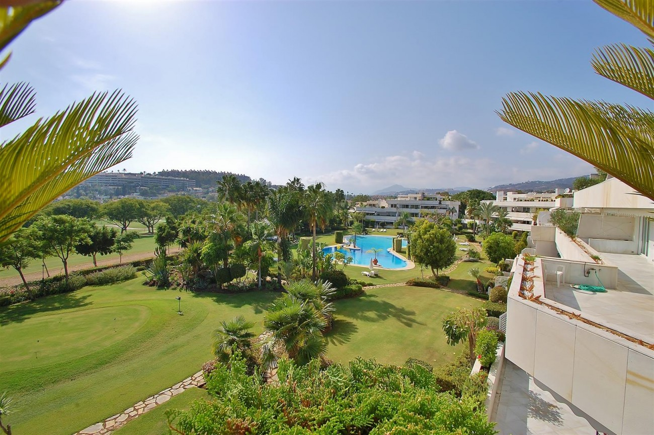 Frontline Golf Penthouse Nueva Andalucia Marbella (1) (Large)