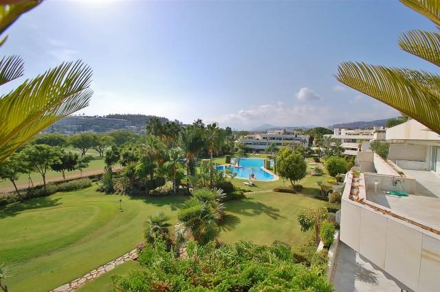 Penthouse for Sale - 2.100.000€ - Nueva Andalucía, Costa del Sol - Ref: 2336
