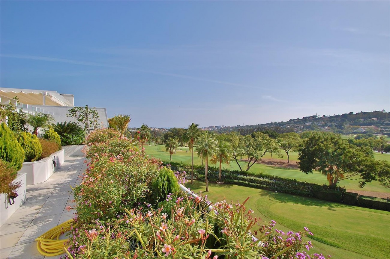 Frontline Golf Penthouse Nueva Andalucia Marbella (17) (Large)