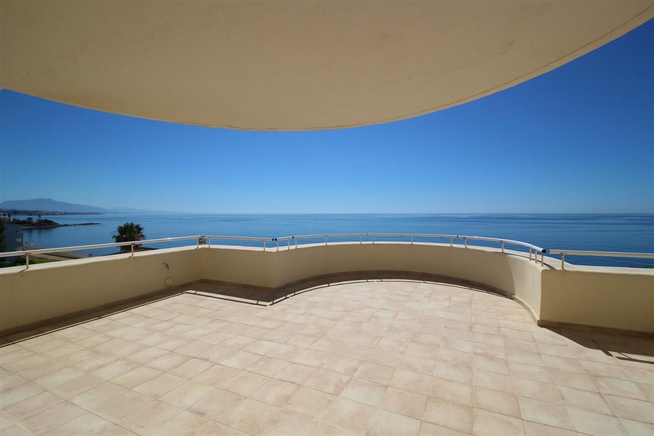 Beachfront Penthouse for sale Estepona Spain  (8)