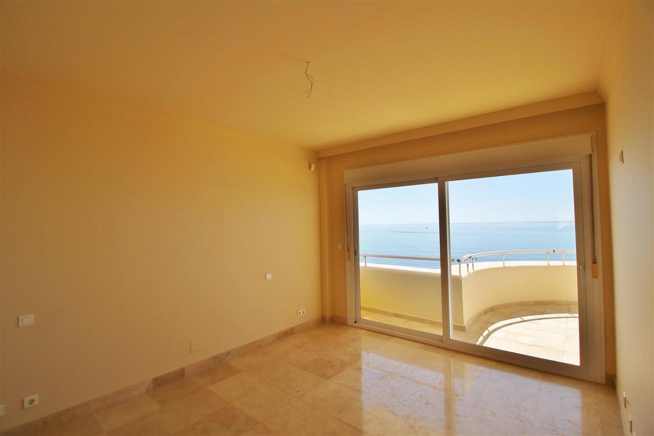 Beachfront Penthouse for sale Estepona Spain  (19)