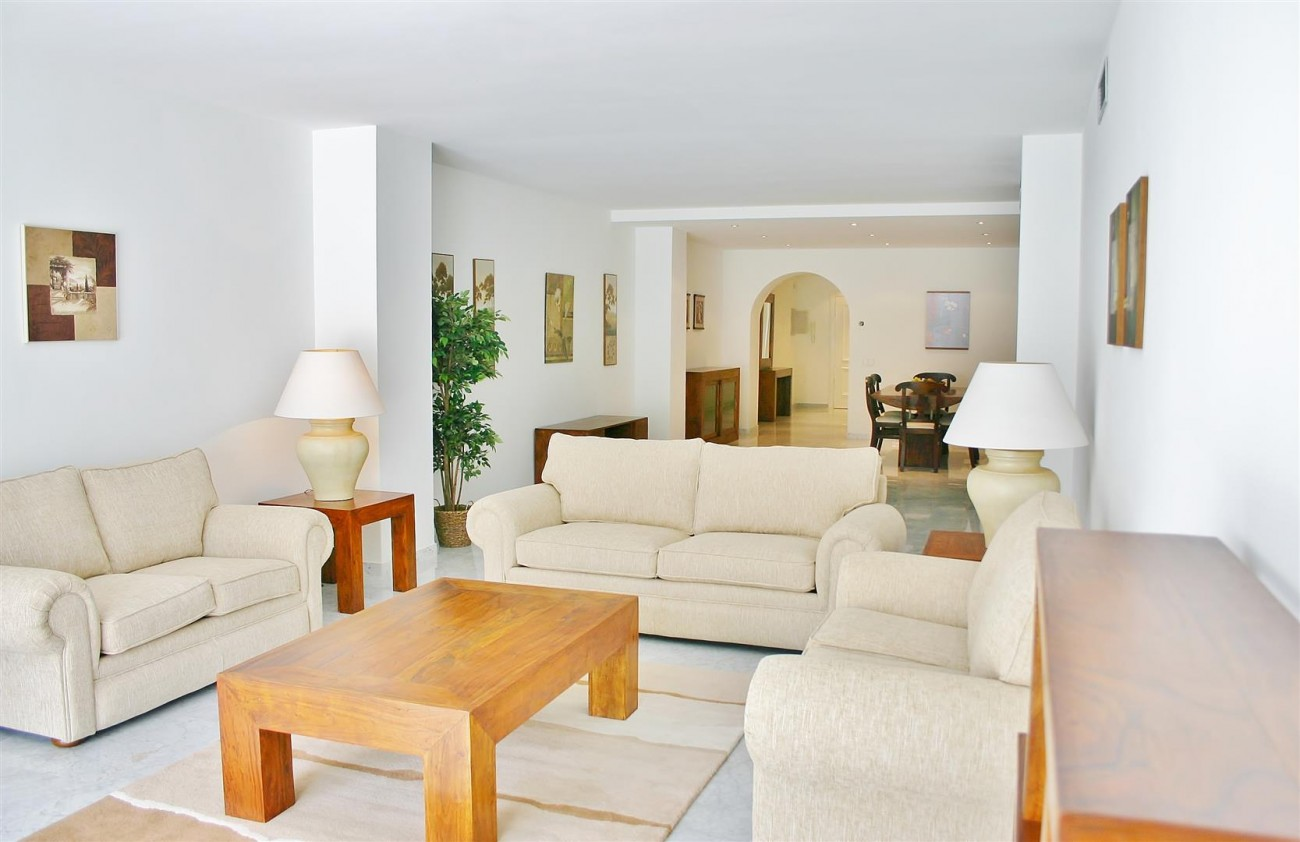 A2851 Luxury Apartment Fronline Beach Puerto Banus (2) (Large)