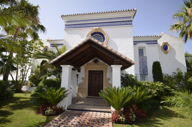 Villa for Sale - 2.000.000€ - Benahavís, Costa del Sol - Ref: 2977